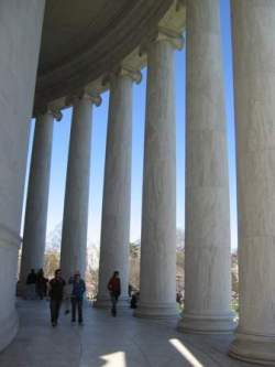 Jefferson Memorial with people